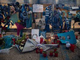 Napoli-Rijeka, i balconi illuminati e il minuto di silenzio per Maradona - Video
