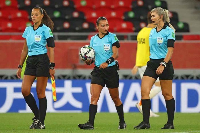 arbitro donna sceicco