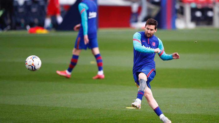 Messi calcia
