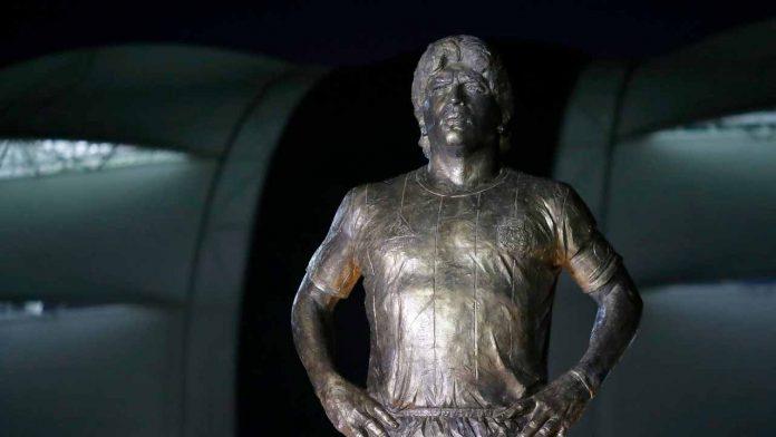 Maradona Statua Rio