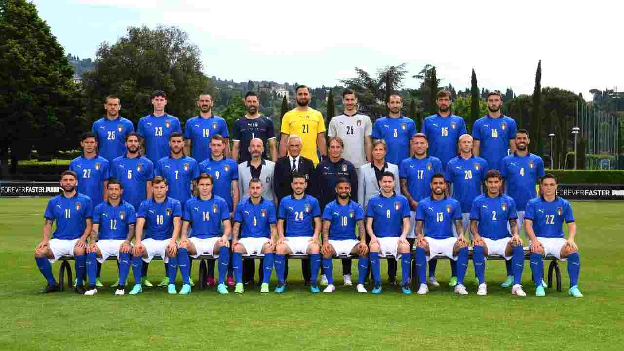 Italia, la divisa per Euro 2020: le foto del completo Armani