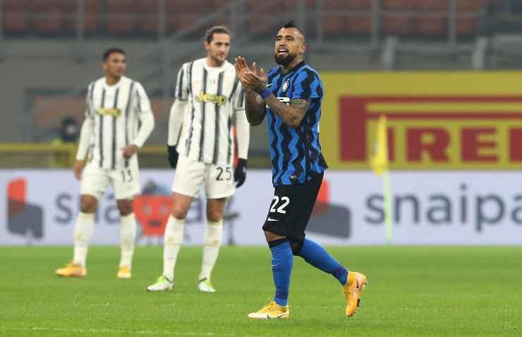 Arturo Vidal in campo con l'Inter