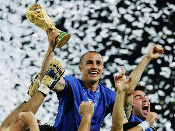 Cannavaro alza la coppa - Getty Images