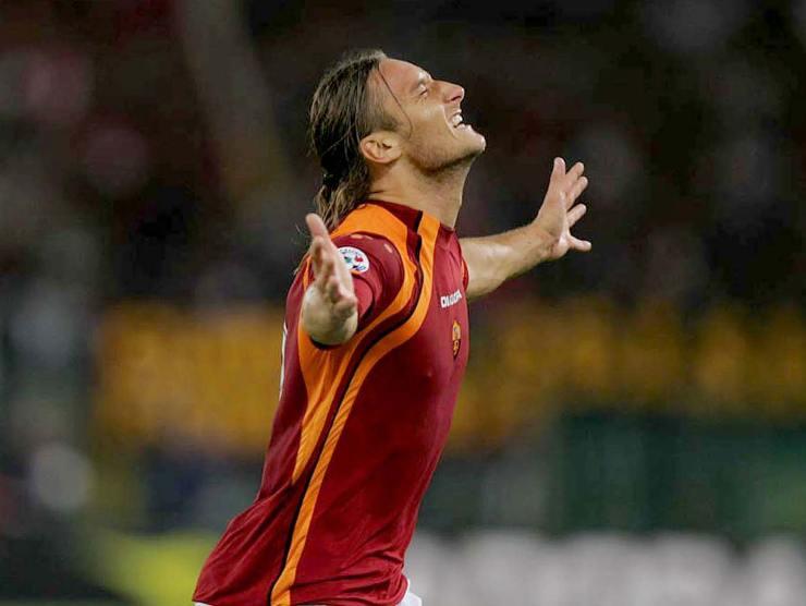 Francesco Totti capelli lunghi