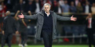 Calciomercato Roma, Jose Mourinho con le braccia aperte