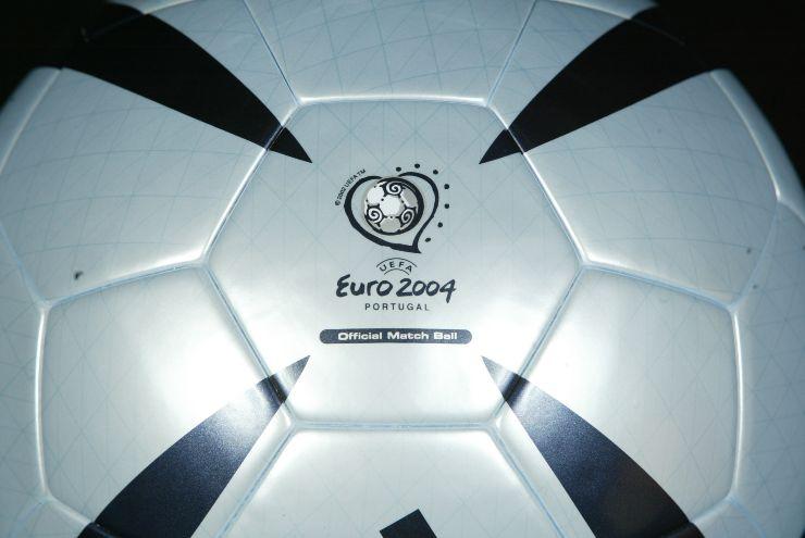 pallone euro 2004