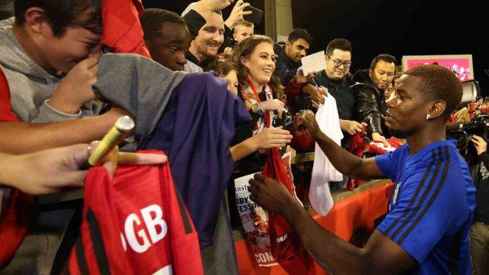Pogba con i tifosi - Getty Images
