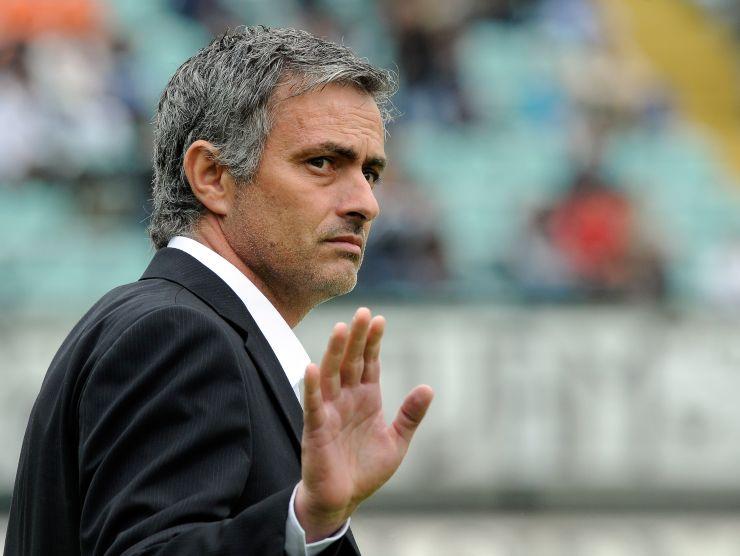 Josè Mourinho saluta - Getty Images