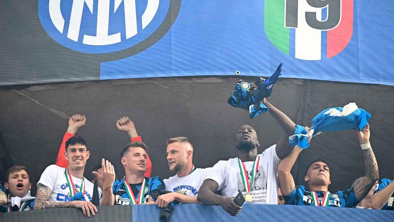 Alcuni giocatori dell'Inter mentre festeggiano
