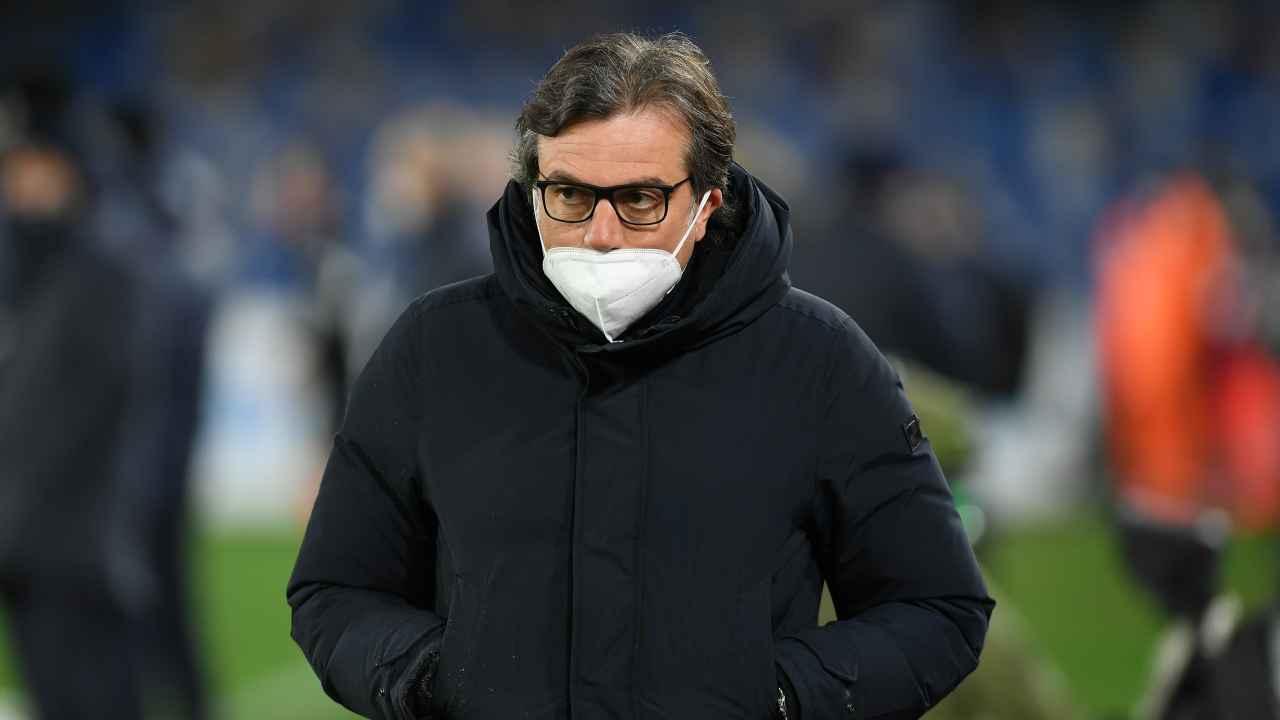 Calciomercato Napoli, Cristiano Giuntoli in campo con la mascherina