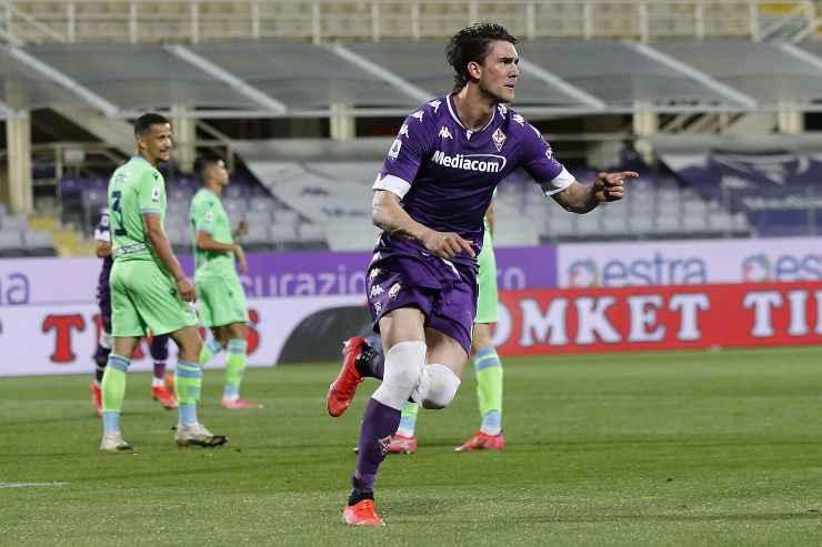 Dusan Vlahovic in campo con la Fiorentina