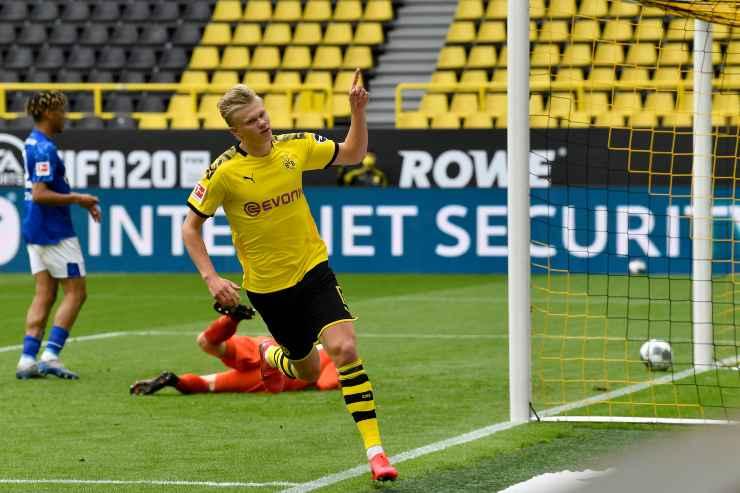 Erling Haaland in campo con il Borussia Dortmund