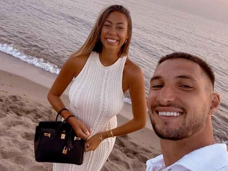 Ginevra Sozzi e Matteo Politano selfie in spiaggia