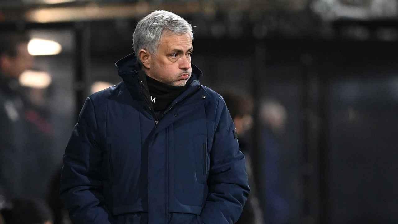Calciomercato Roma, Jose Mourinho mentre sbuffa