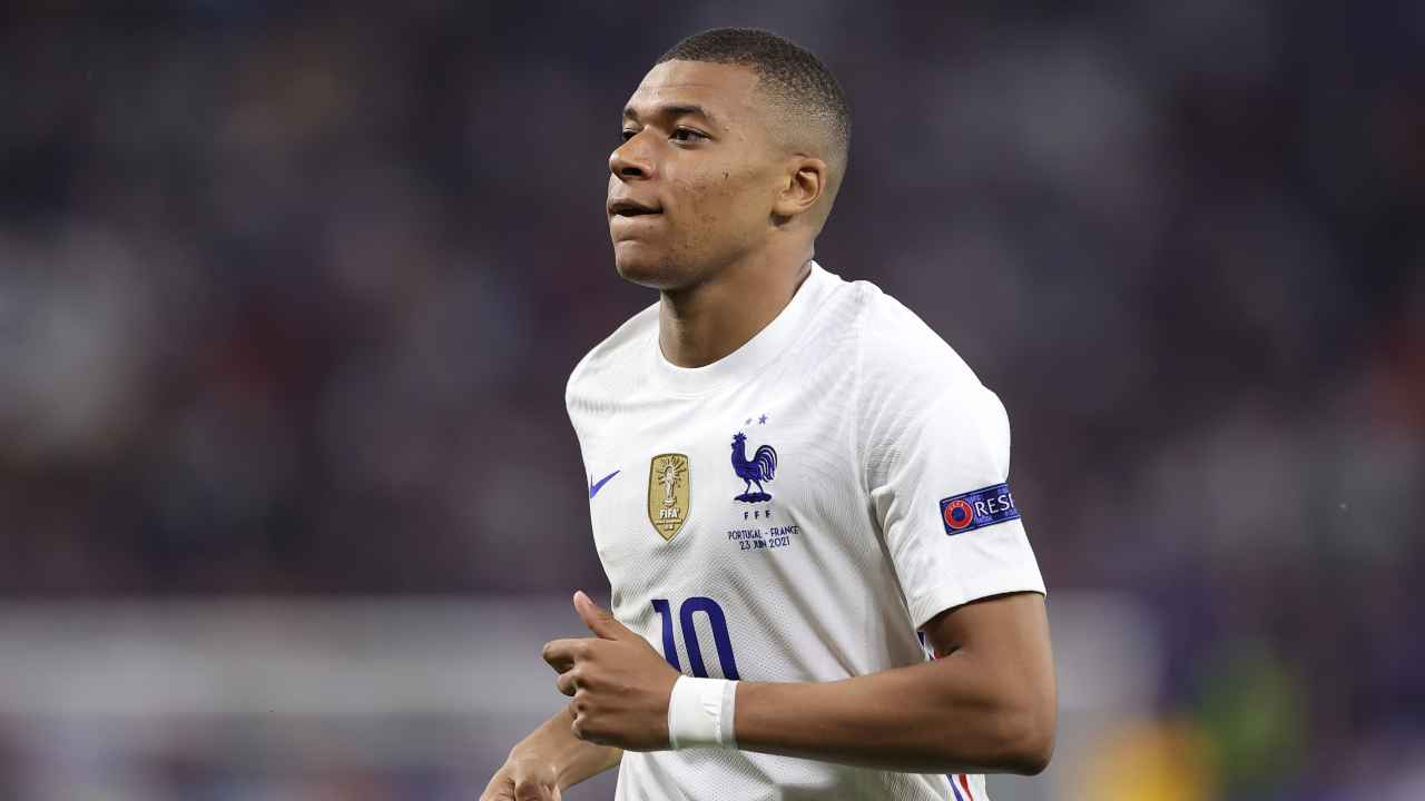 Kylian Mbappé in primo piano