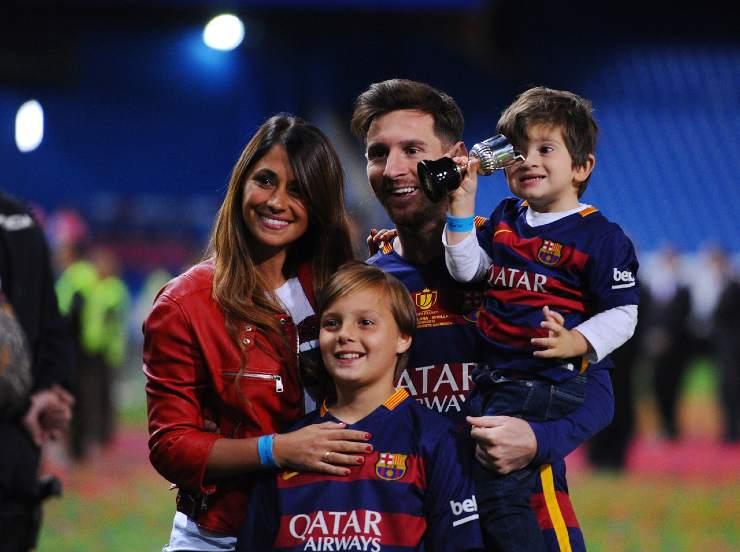Messi sorride con la famiglia