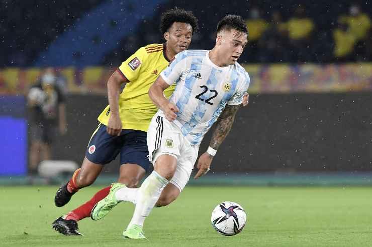 Lautaro Martinez in campo con l'Argentina