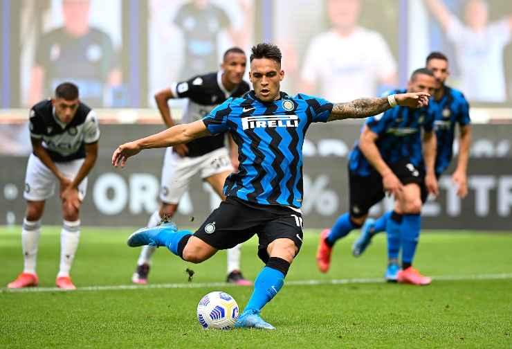 Lautaro Martinez in campo con l'Inter