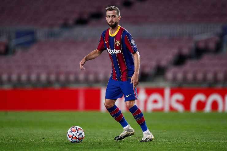 Miralem Pjanic in campo con la maglia del Barcellona