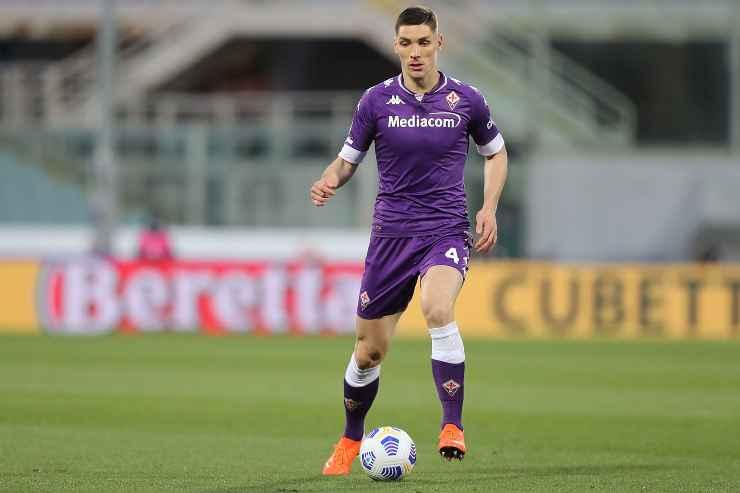 Nikola Milenkovic in campo con la Fiorentina
