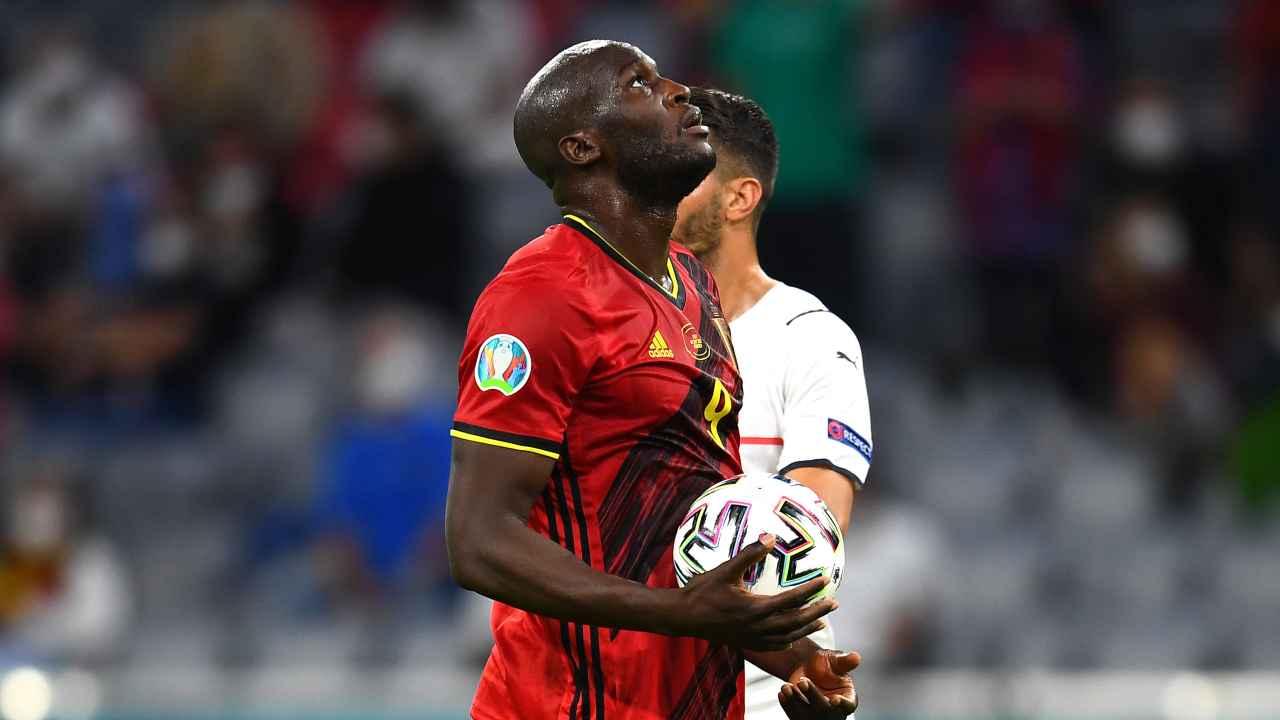 Calciomercato Inter, Romelu Lukaku con il pallone in mano