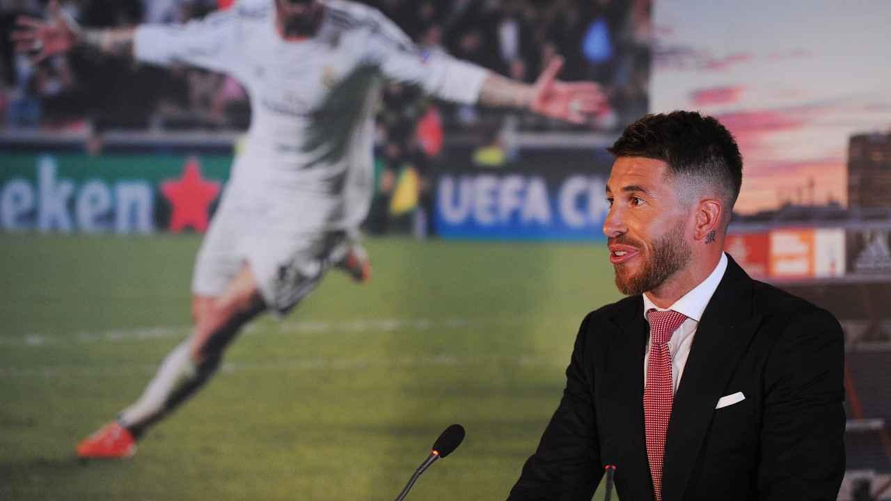 Sergio Ramos in giacca e cravatta