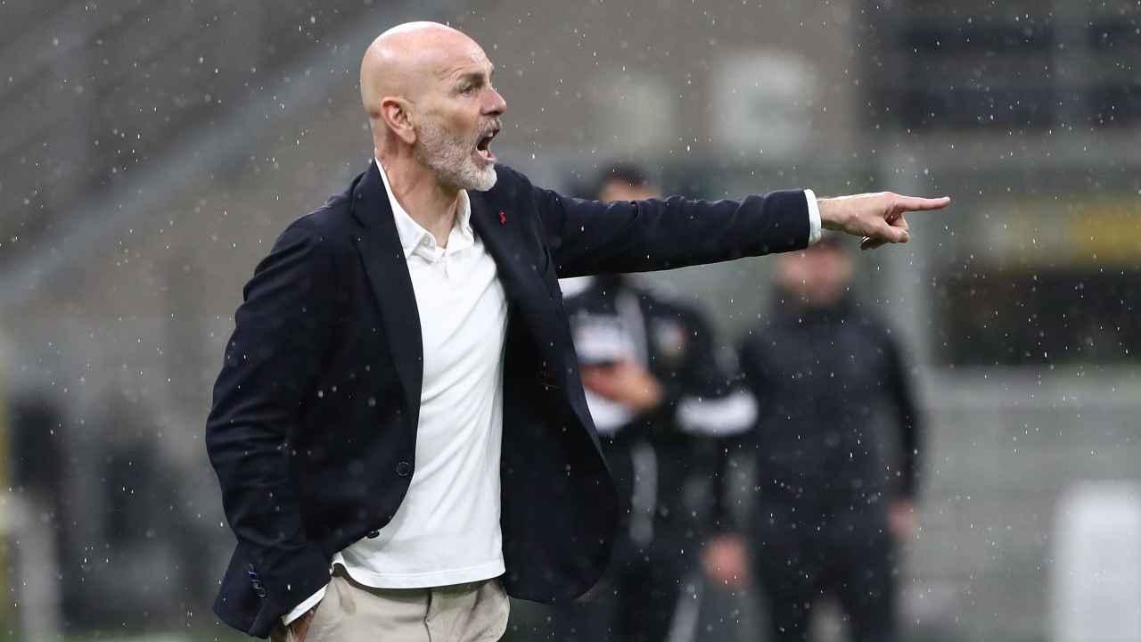 Calciomercato Milan, Stefano Pioli sotto la pioggia