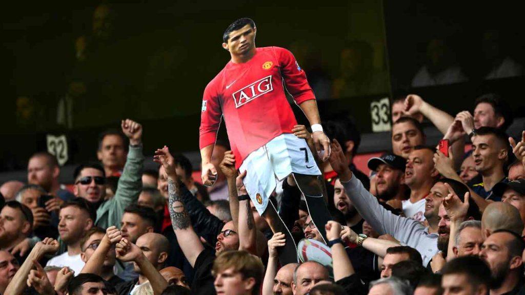 I tifosi con il cartonato di Cristiano Ronaldo