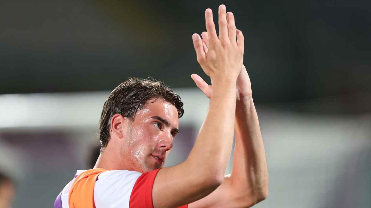 Dusan Vlahovic mentre applaude