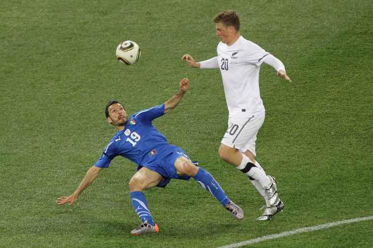 Gianluca Zambrotta in campo con l'Italia