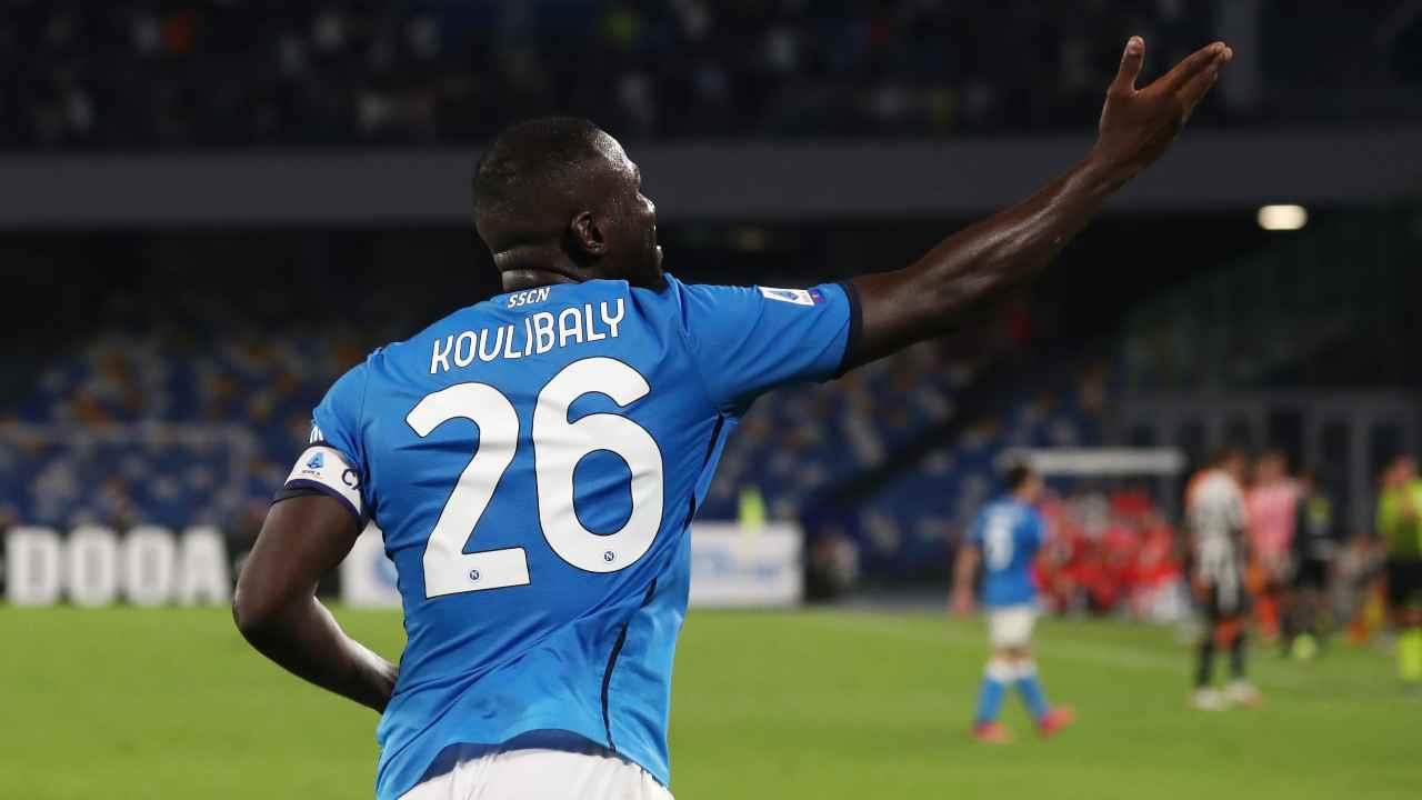 Kalidou Koulibaly di spalle
