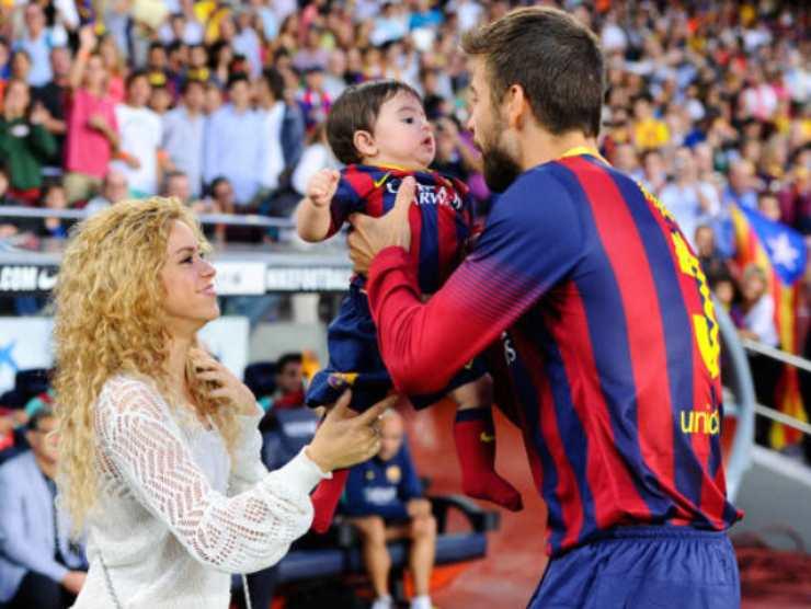 Piqué, Shakira e il figlio, in campo