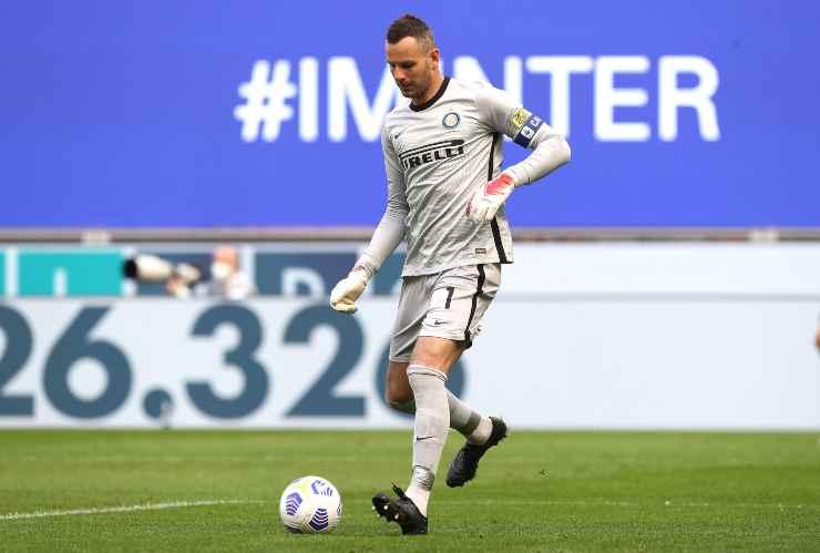 Samir Handanovic in campo con l'Inter