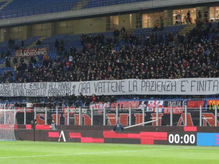 Tifosi del Milan contro Donnarumma, ora portiere del PSG
